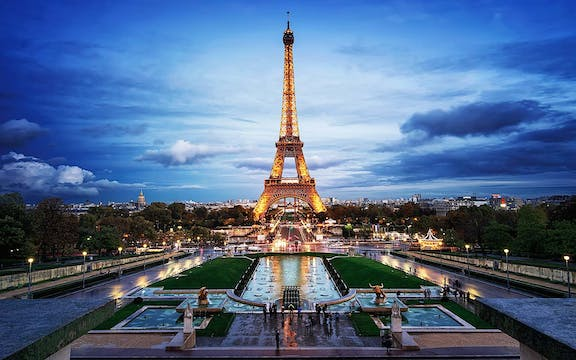 01 Paris: Attractions_Eiffel Tower - paris