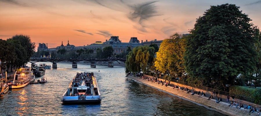 paris in august - seine cruise