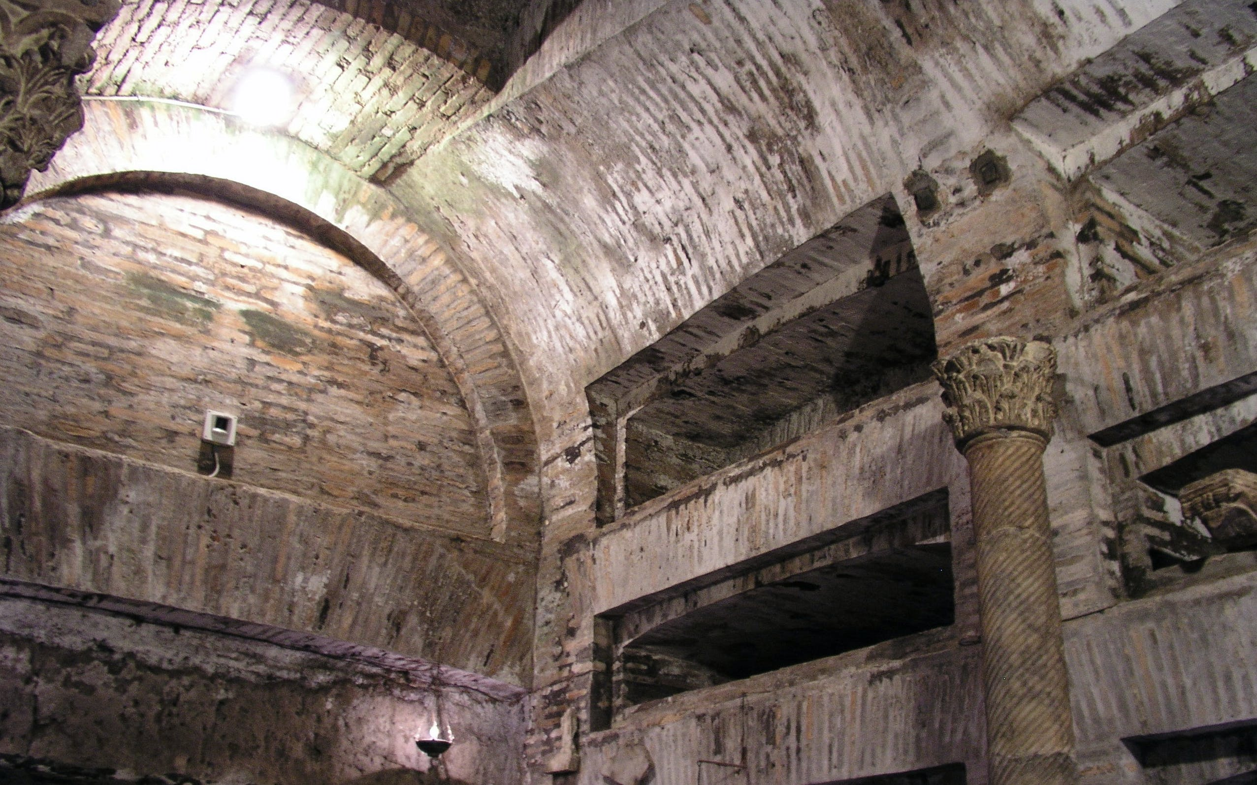 old appian way jewish catacomb walking tour - private access-3