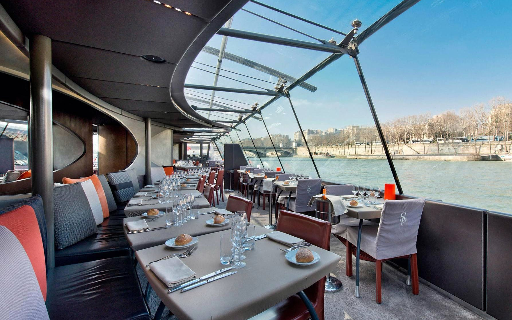 Bateaux Parisiens Seine River Lunch Cruise with Live Music & Audio Commentary