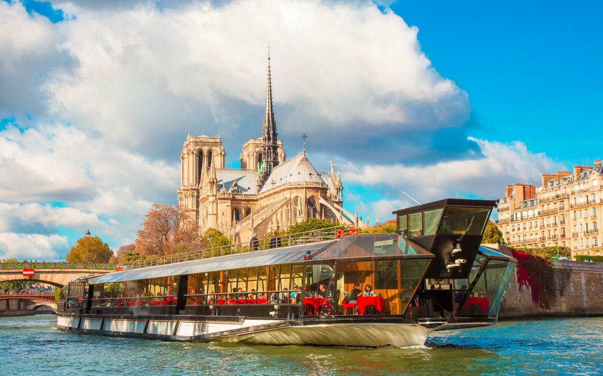bateaux mouches: new year's eve dinner cruise and party -1