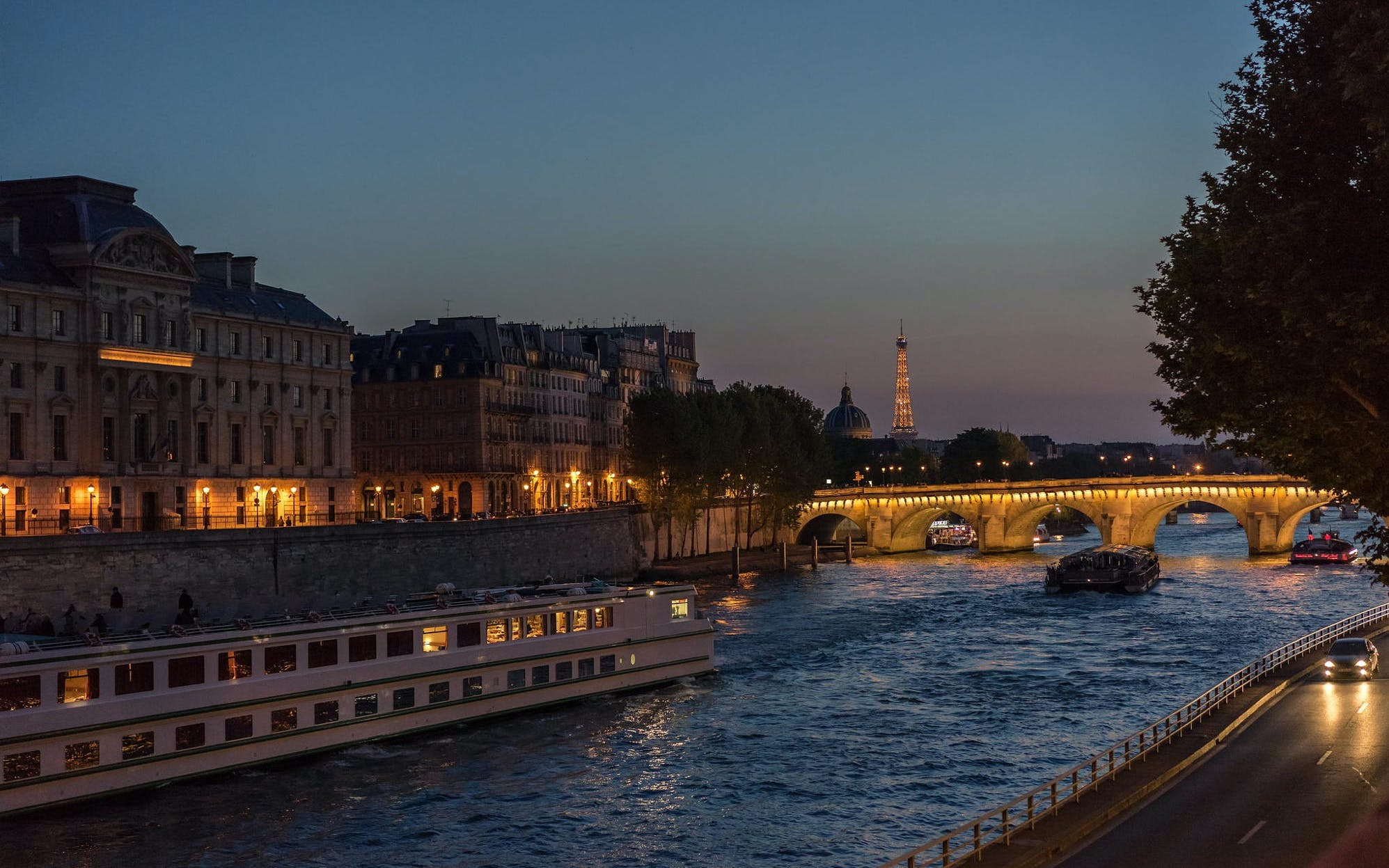 Bateaux Parisiens: New Year's Eve Dinner Cruise