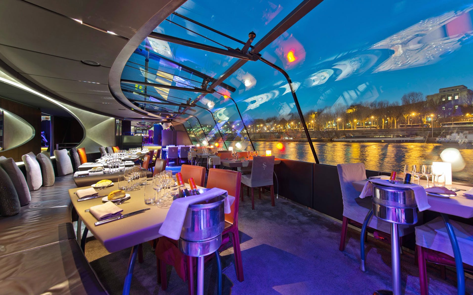 bateaux parisiens late evening seine river dinner cruise with wine-1