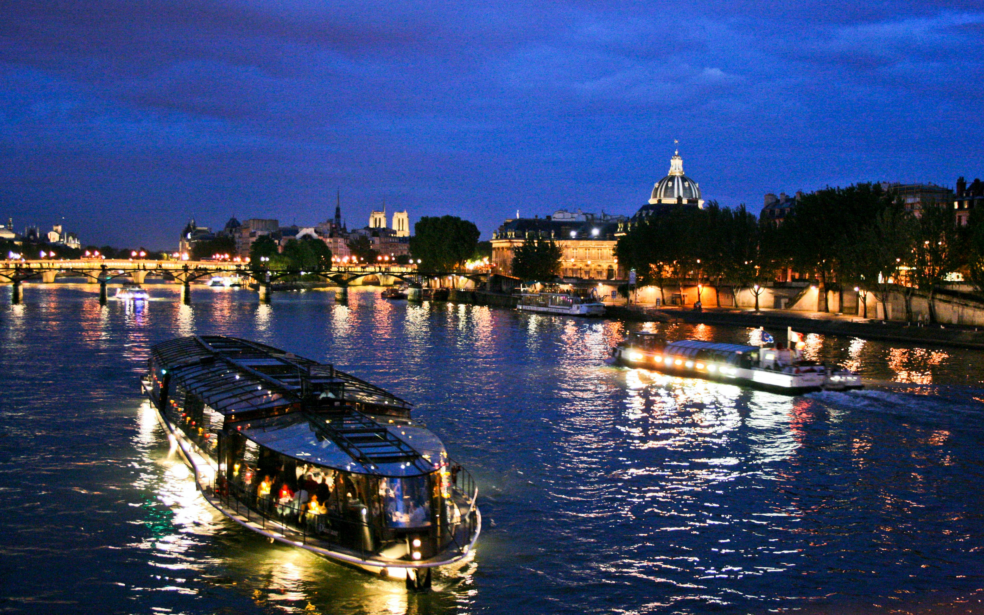 bateaux parisiens late evening seine river dinner cruise with wine-2
