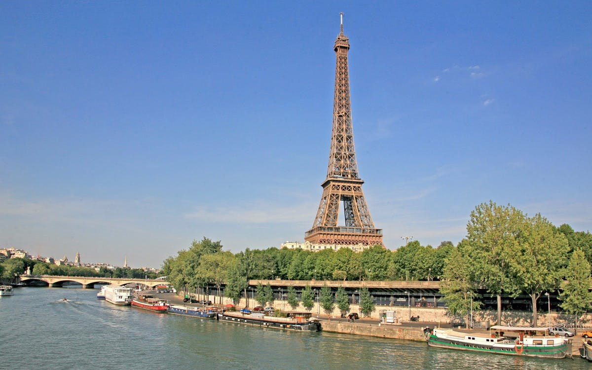 bateaux parisiens seine river cruise best prices headout. Black Bedroom Furniture Sets. Home Design Ideas