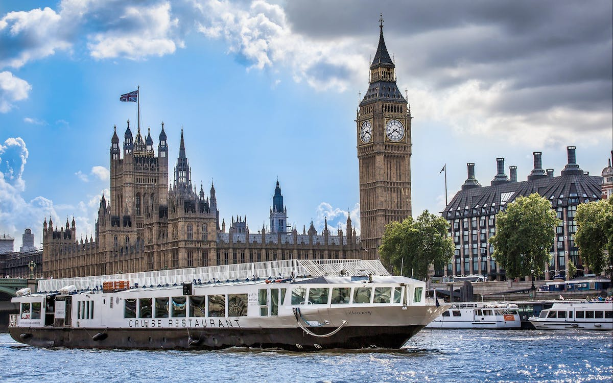 bateaux london lunch cruise on river thames-1
