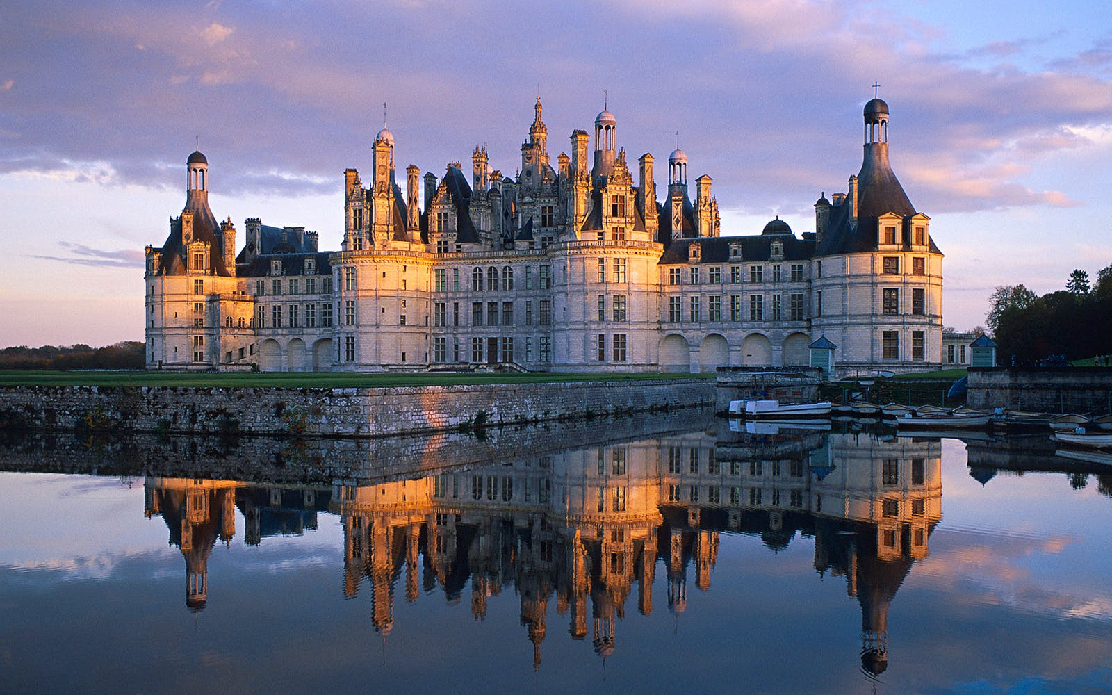 Loire Valley Castles - Chambord, Chenonceau, Nitray & Wine with Lunch Tour from Paris