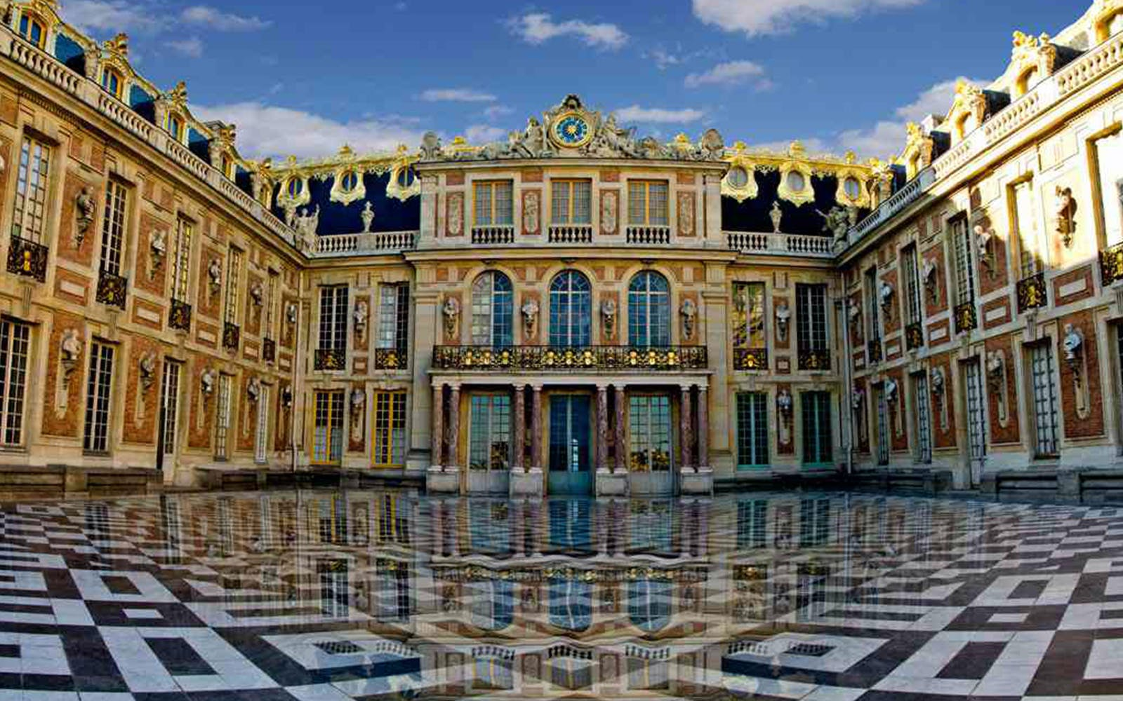 Priority Access Guided Tour: Versailles Tour & Night Fountain Show