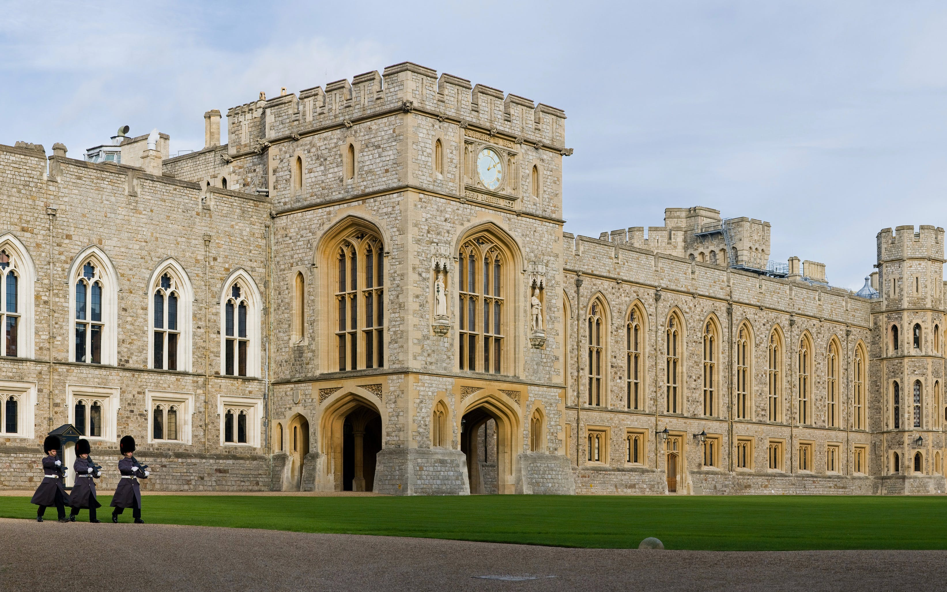 windsor castle, stonehenge, lacock and bath with free lunch pack-2