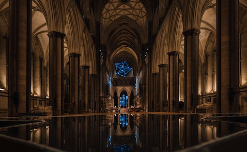 Premium Guided Tour of Salisbury Cathedral, Stonehenge & Bath