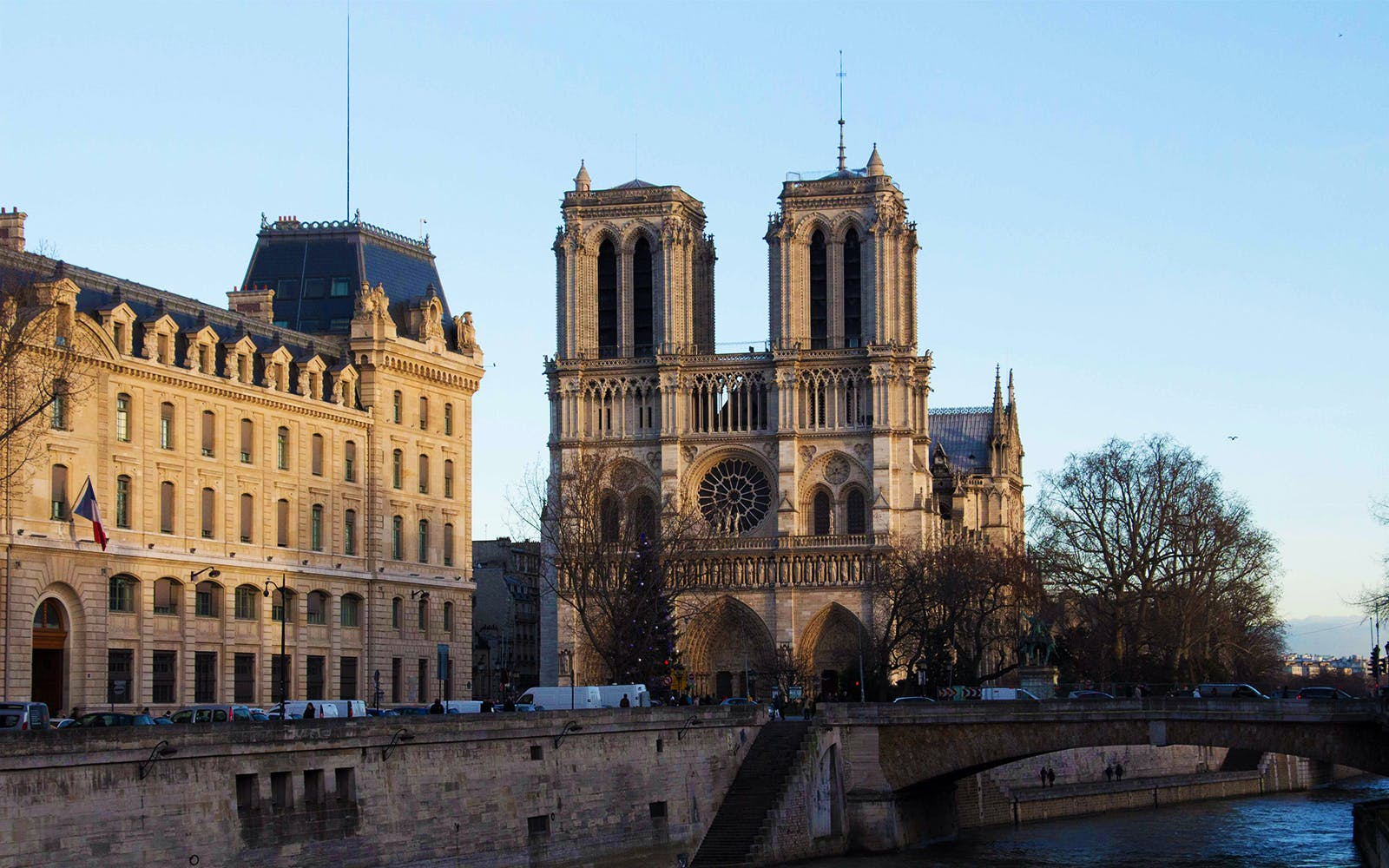 notre dame cathedral guided tour-4