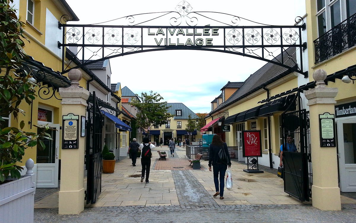 shopping at la vallée village outlet-1