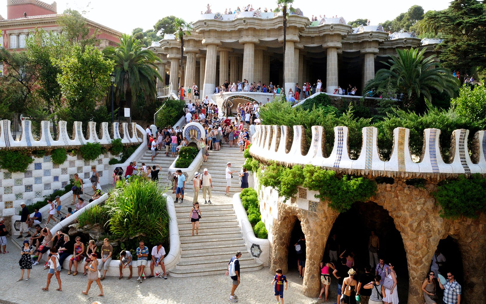 park guell guided tour with no wait entrance-1