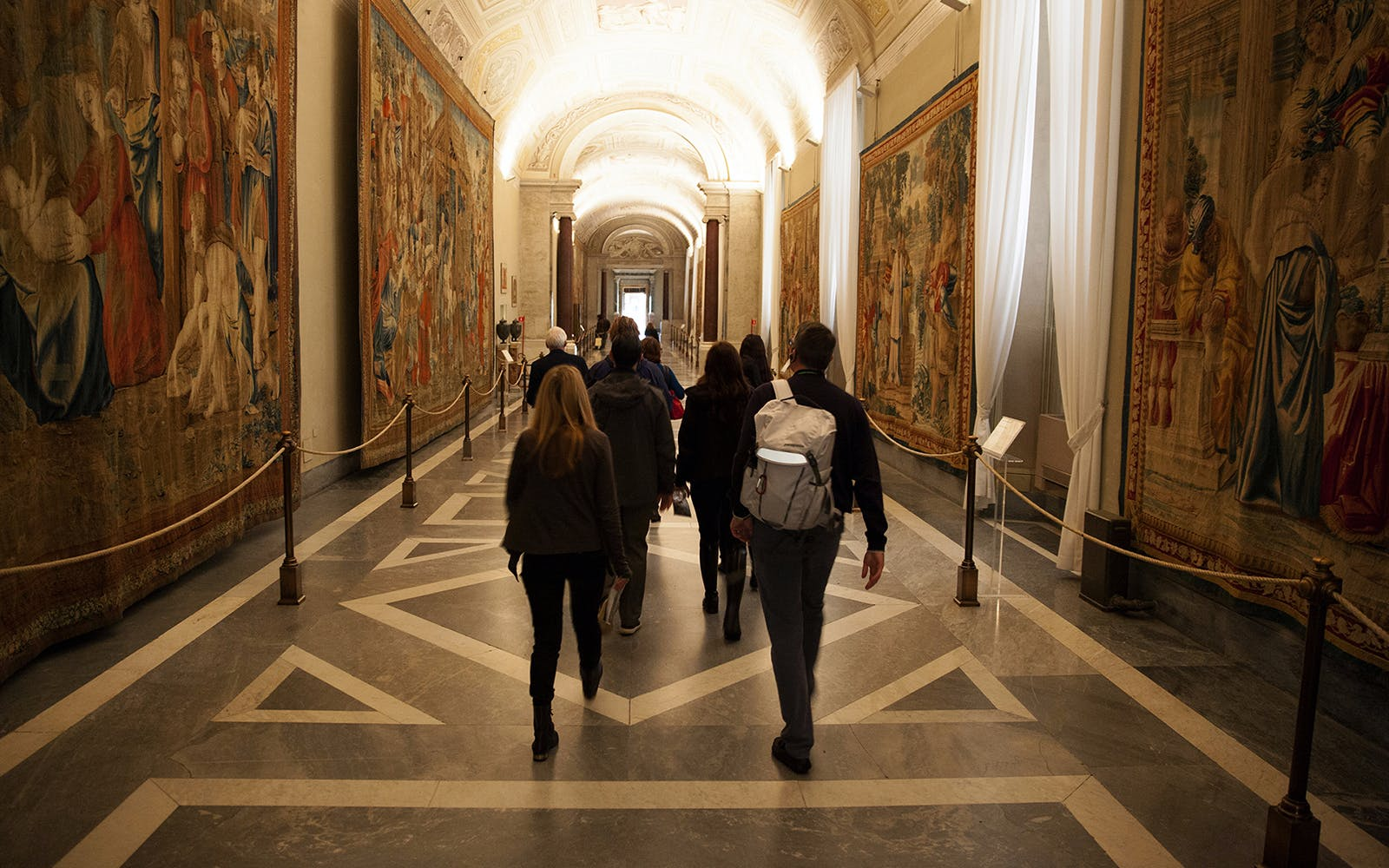skip-the-line exclusive friday night inside the vatican museums-3