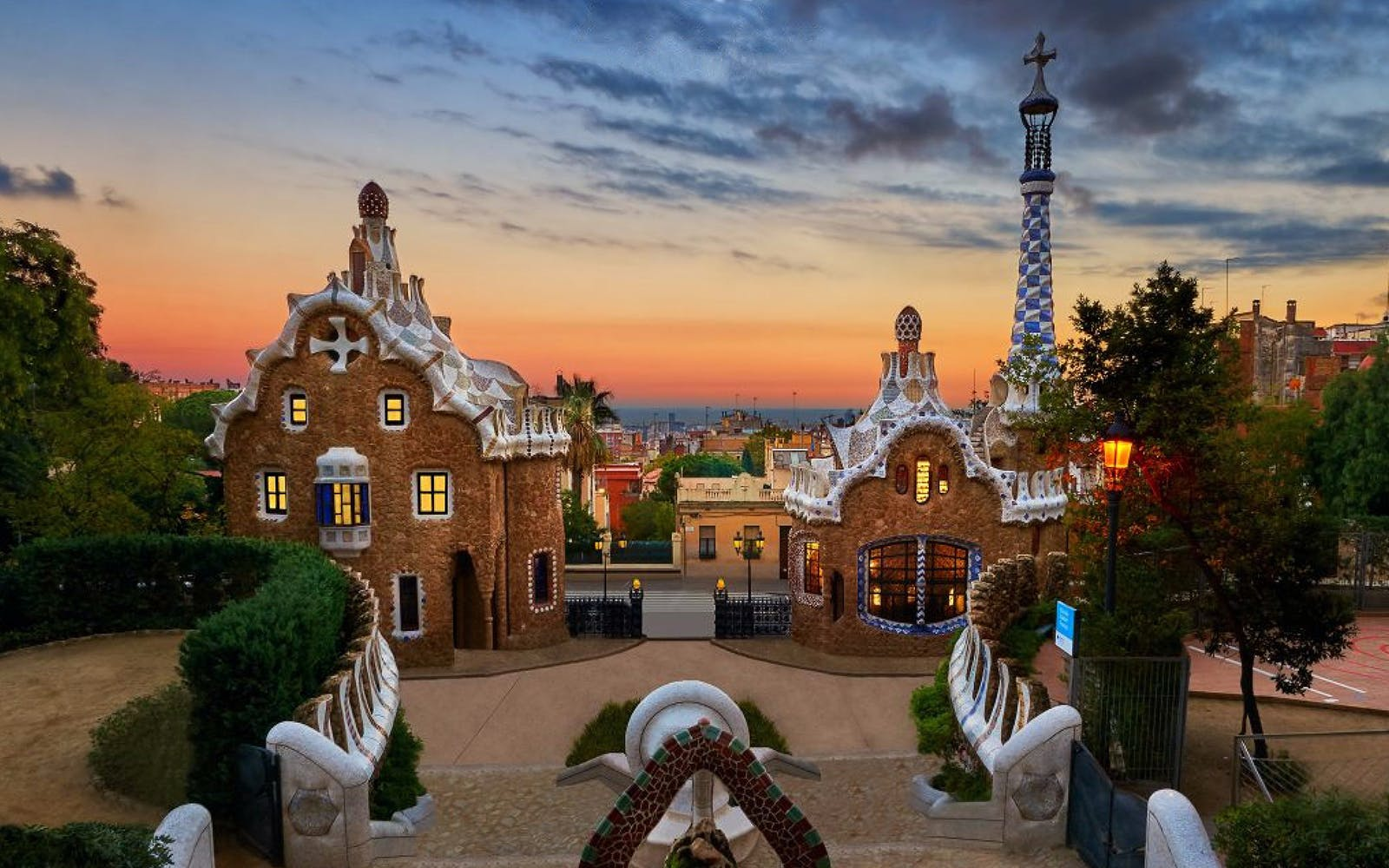 guided tour of sagrada familia and park güell with fast track entry access-2