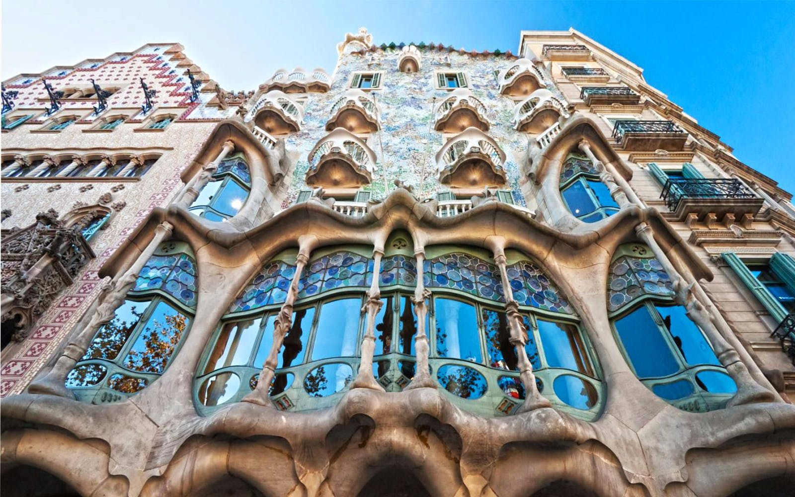 guided tour of artistic barcelona: best of gaudi-2