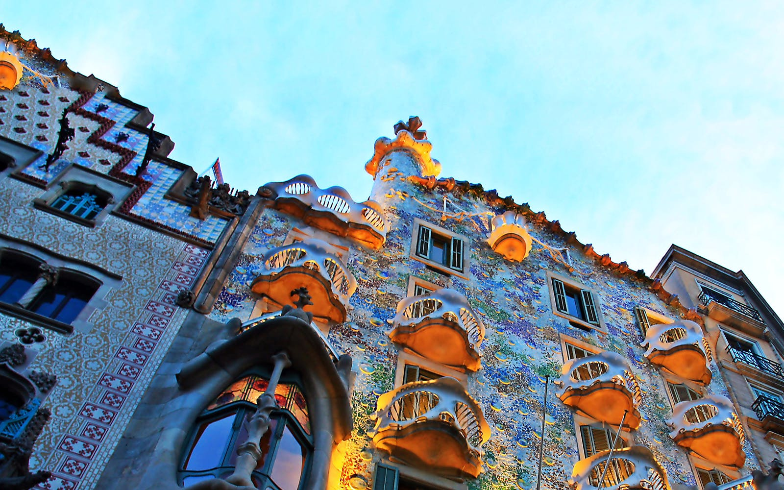 guided tour of artistic barcelona: best of gaudi-4