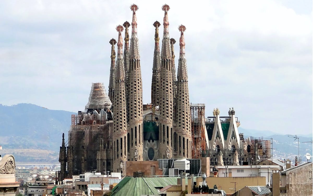 skip the line: guided tour of sagrada familia, towers and park guell-1