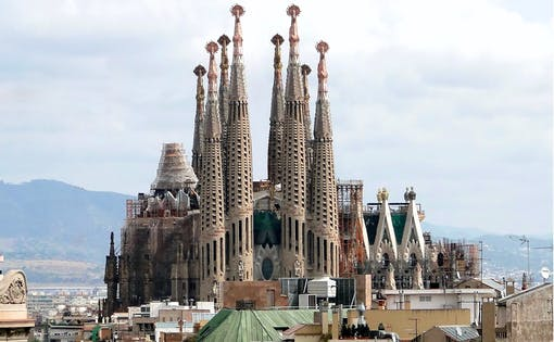 Fast Track Guided Tour of Sagrada Familia, Towers and Park Güell