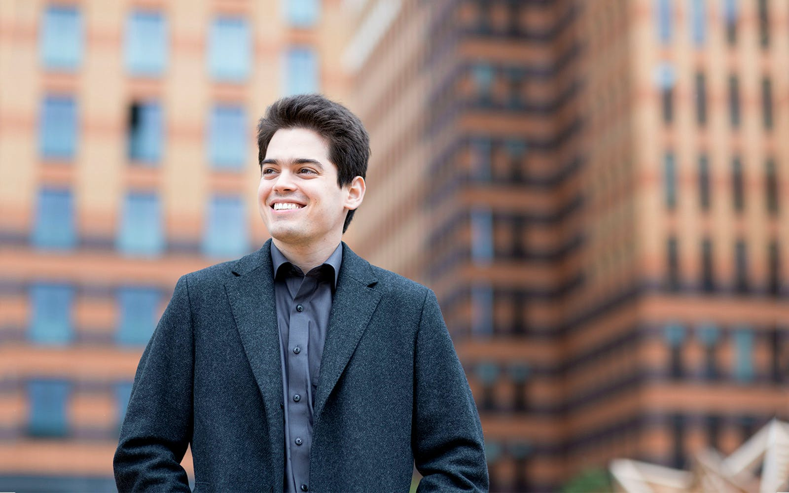 lahav shani plays and conducts gershwin's rhapsody in blue-1