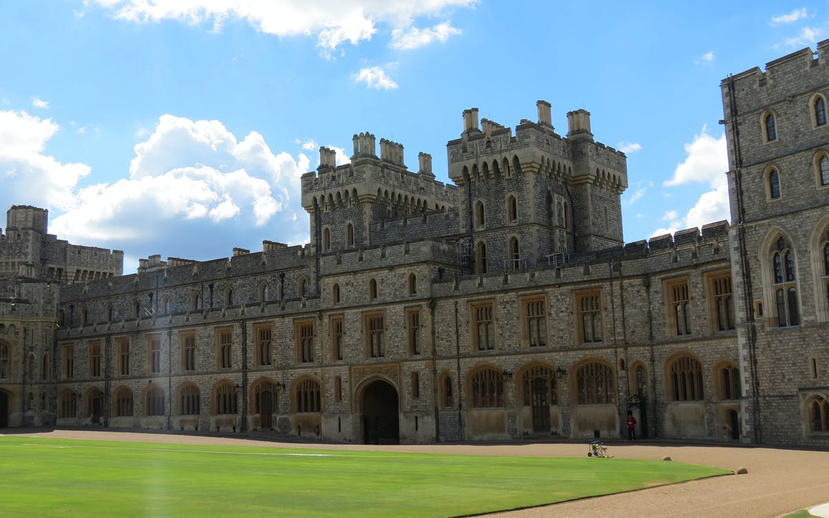 windsor castle with fish & chips pub lunch-3