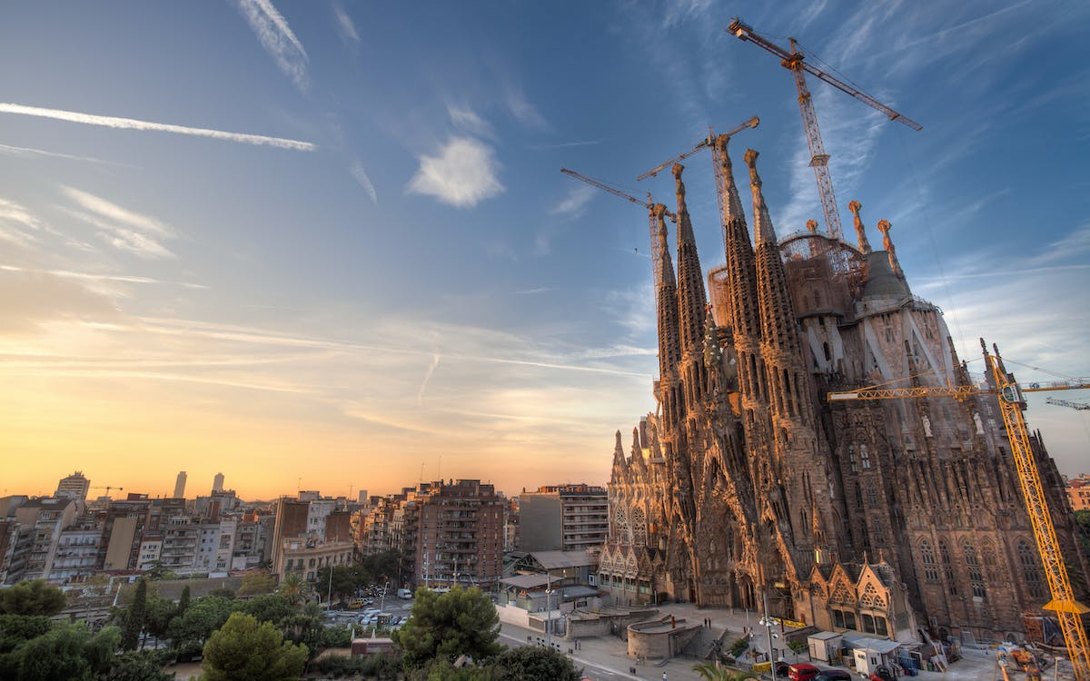 sagrada familia fast track tickets with tower access and audio guide-1