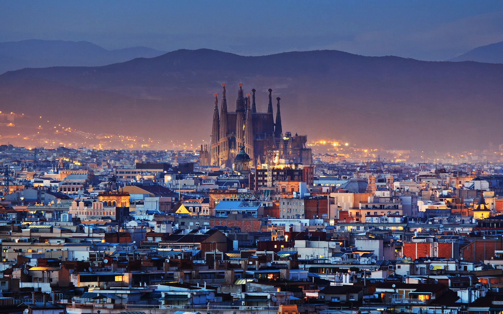 2426ac13 a8fe 4850 b070 ce70fe574d01 7603 barcelona sagrada familia skyline night 02