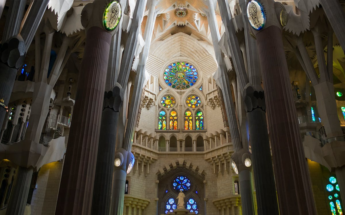 sagrada familia fast track tickets with tower access and audio guide-4