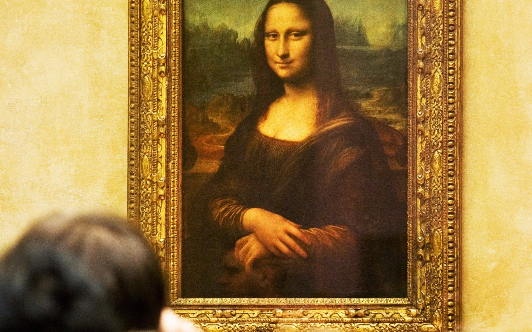 closing time at the louvre: the mona lisa at her most peaceful-3