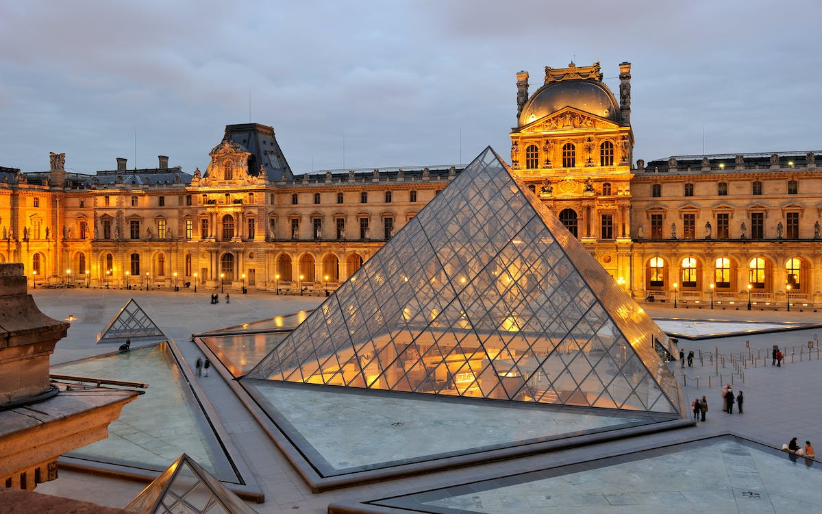 closing time at the louvre: the mona lisa at her most peaceful-2