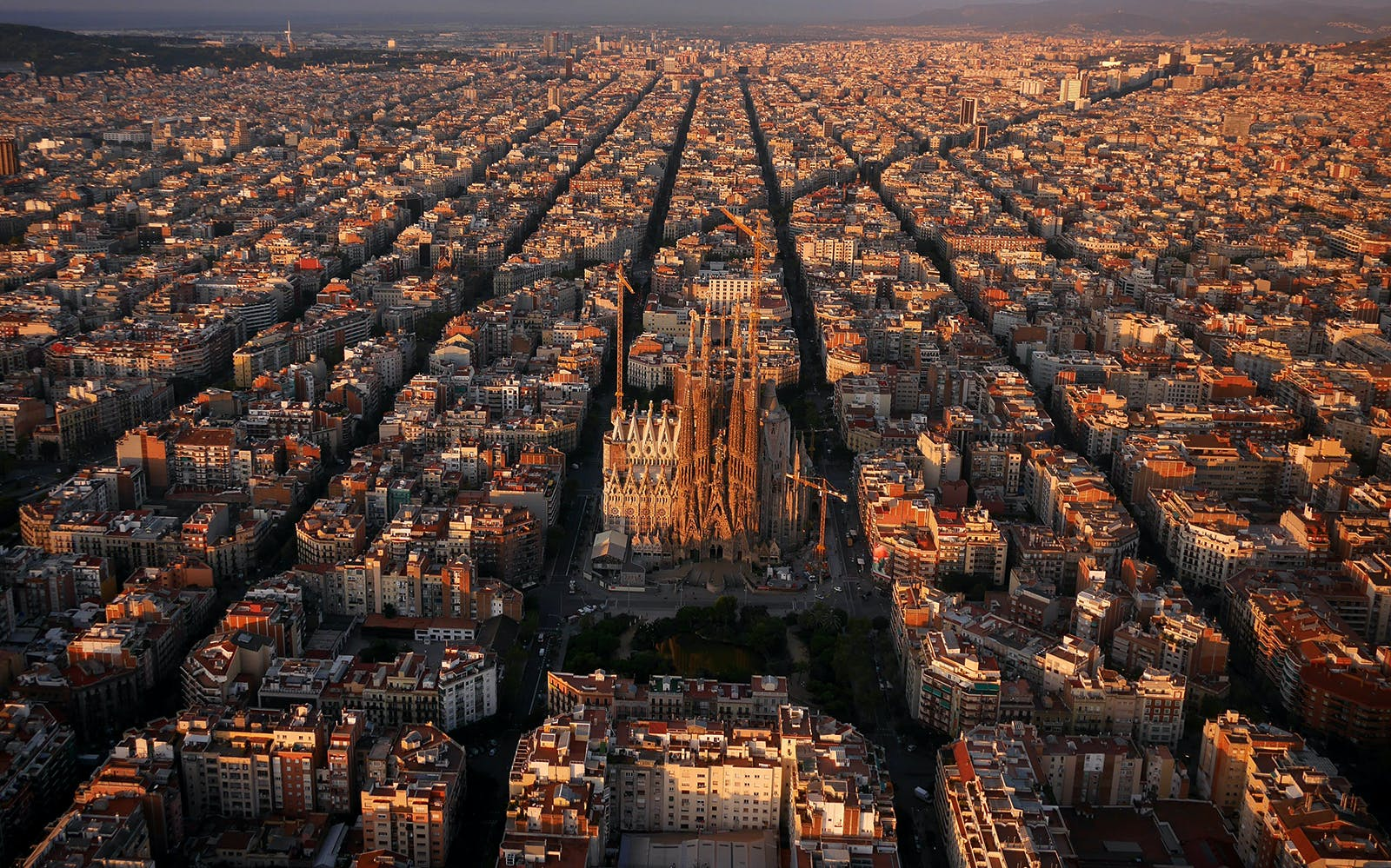 best of barcelona tour including skip the line entry to sagrada familia-1