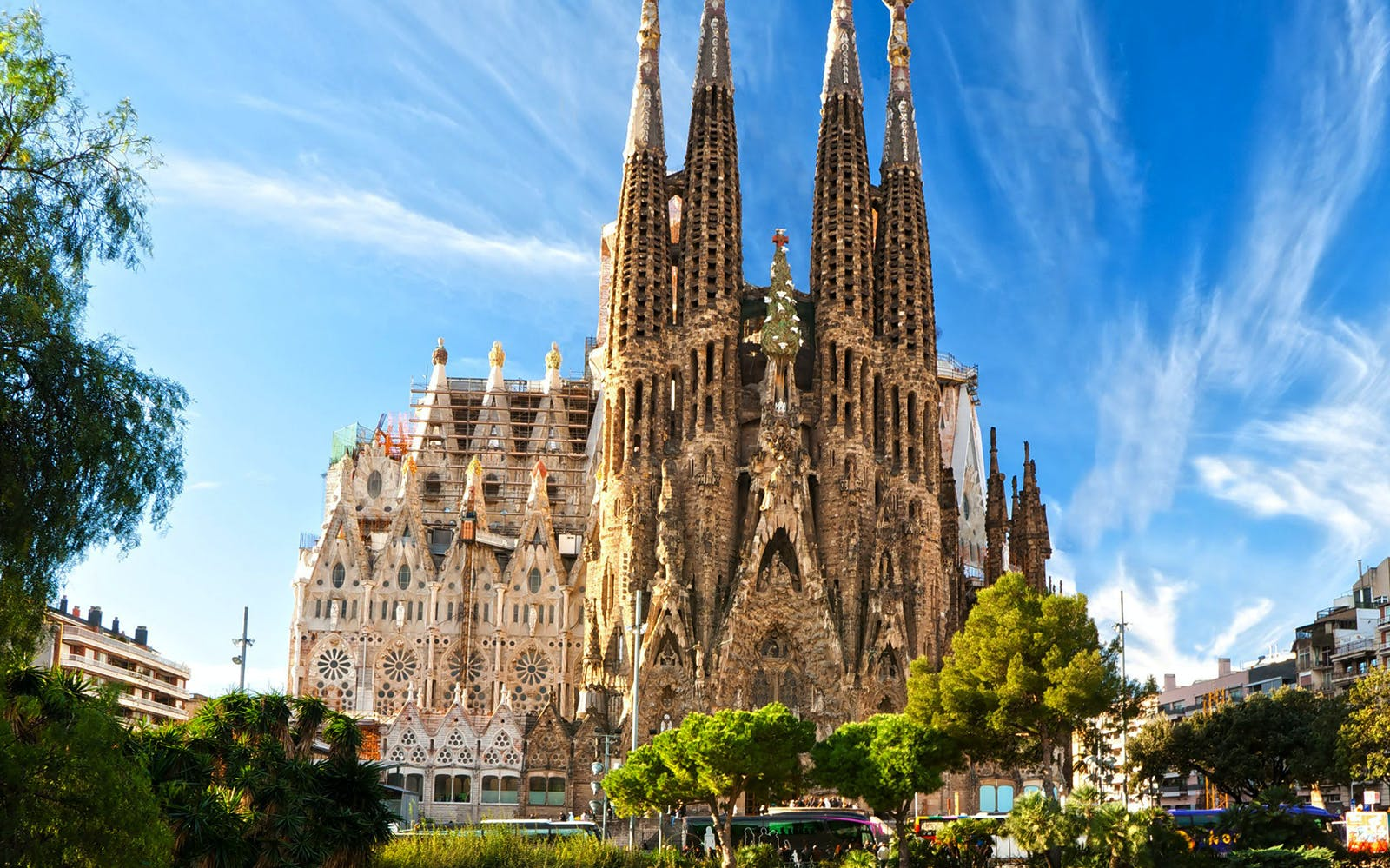 sagrada familia & torres bellesguard small group tour with brunch-3