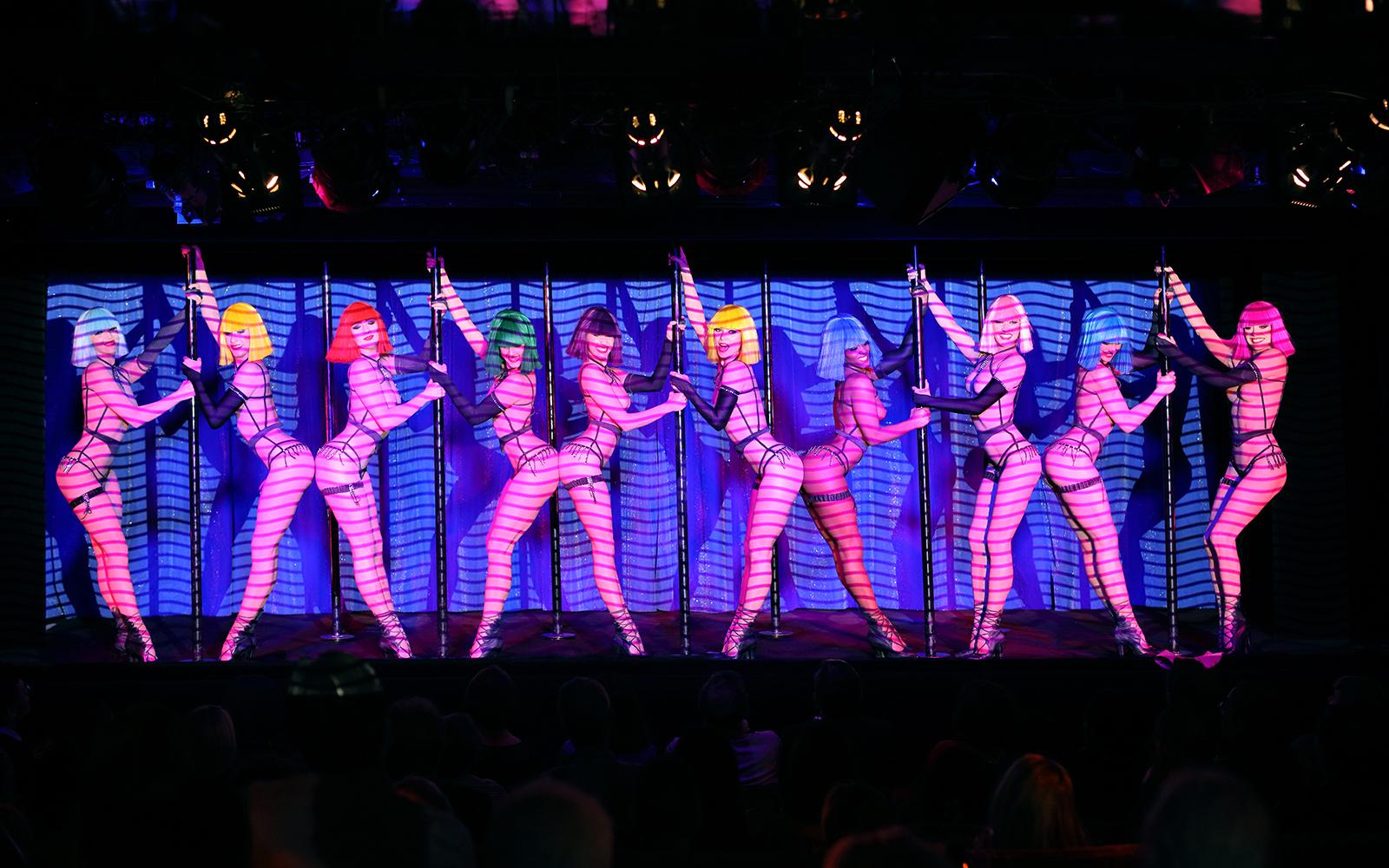 Le Crazy Horse Paris - Forever Crazy show photo-call