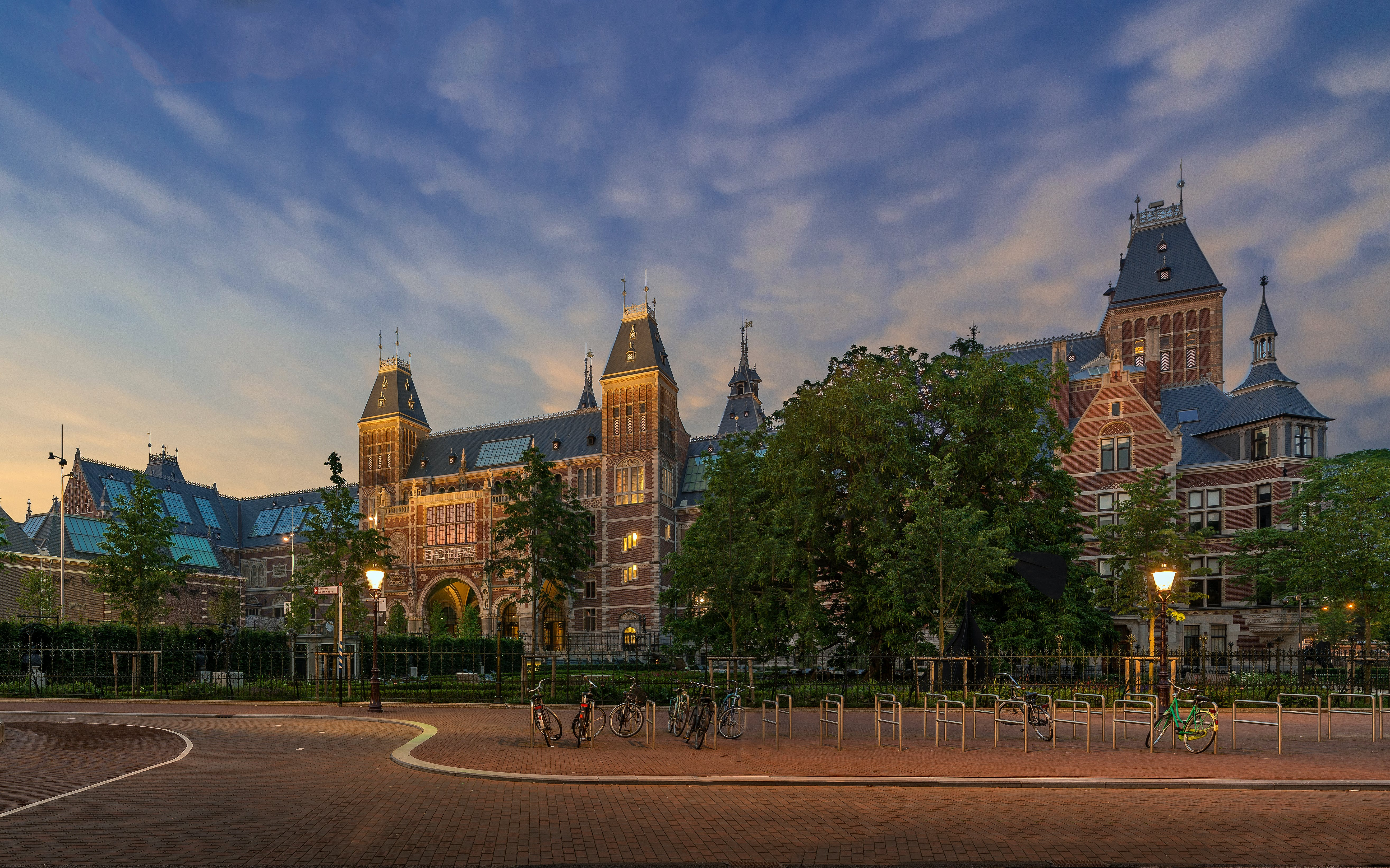 Skip The Line Combo: Rijksmuseum & 1-Day Hop-on Hop-Off Sightseeing Bus