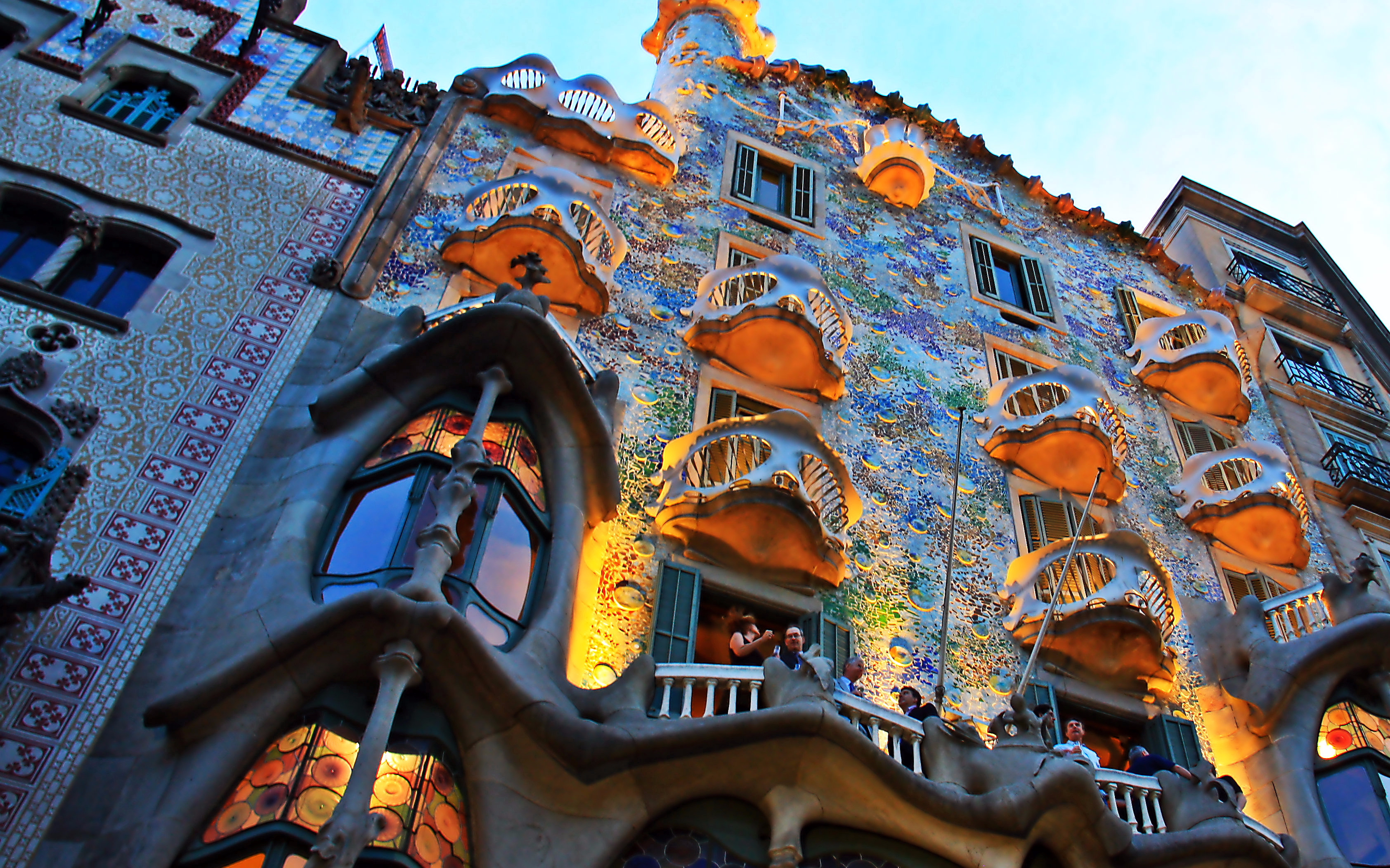 gaudi tour with skip the line access to casa battlo