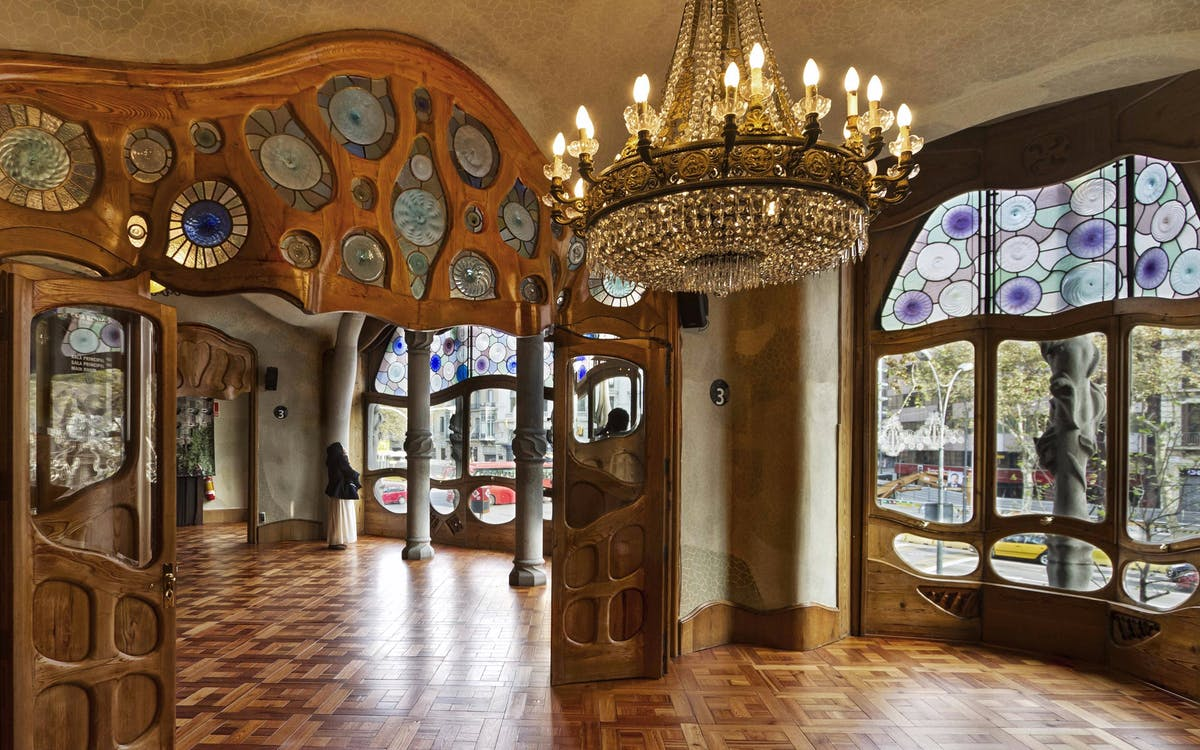 gaudi tour with skip the line access to casa battlo-2