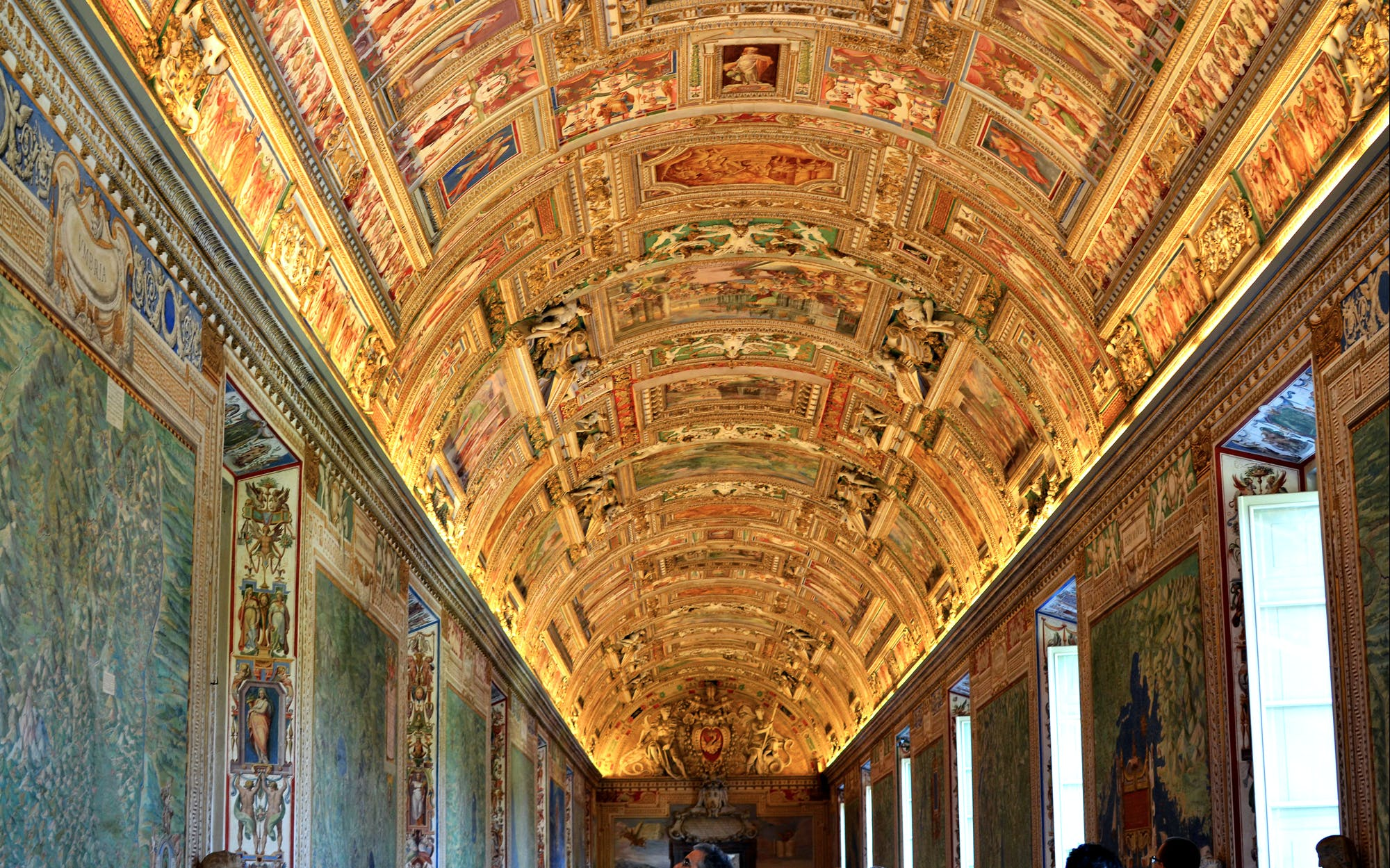 Vatican Museum & Sistine Chapel Skip the Line Ticket + 2 Day Hop on/Hop off Pass