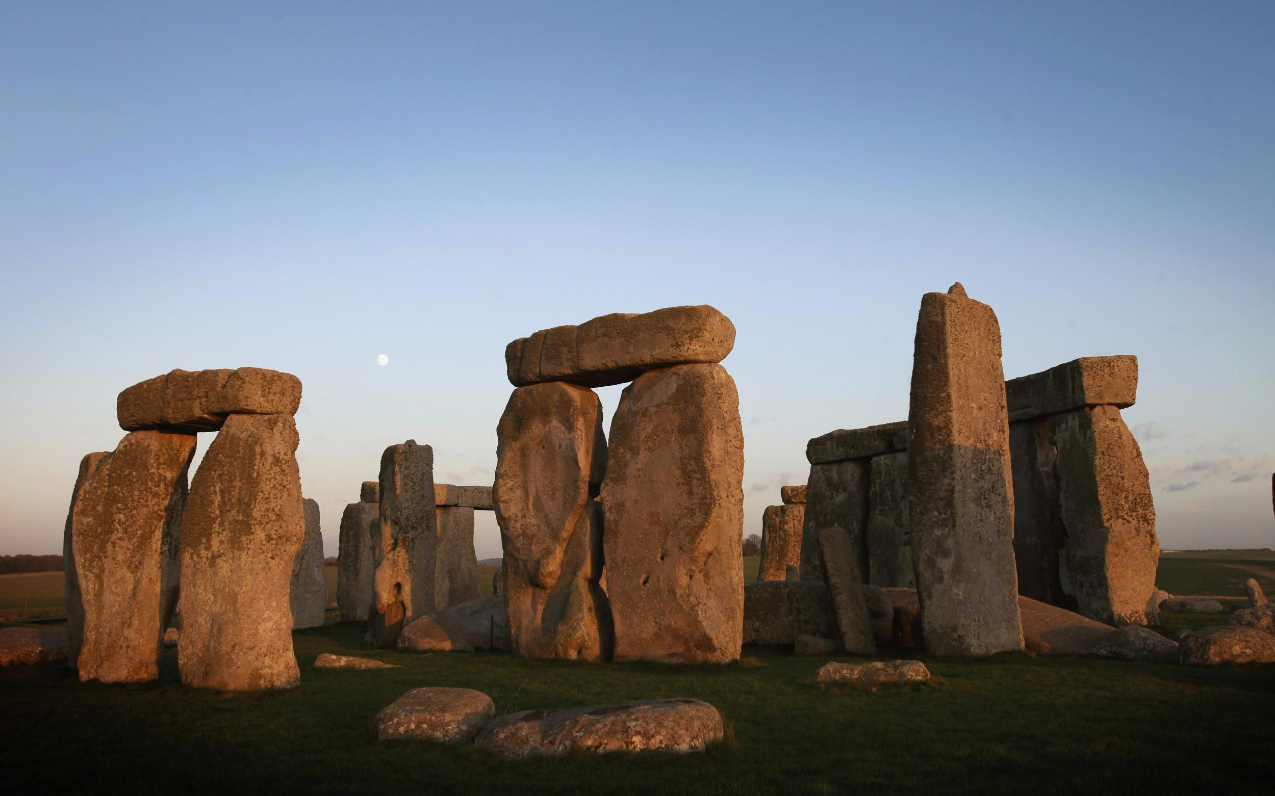 stonehenge, bath and hampton court palace tour from london-2