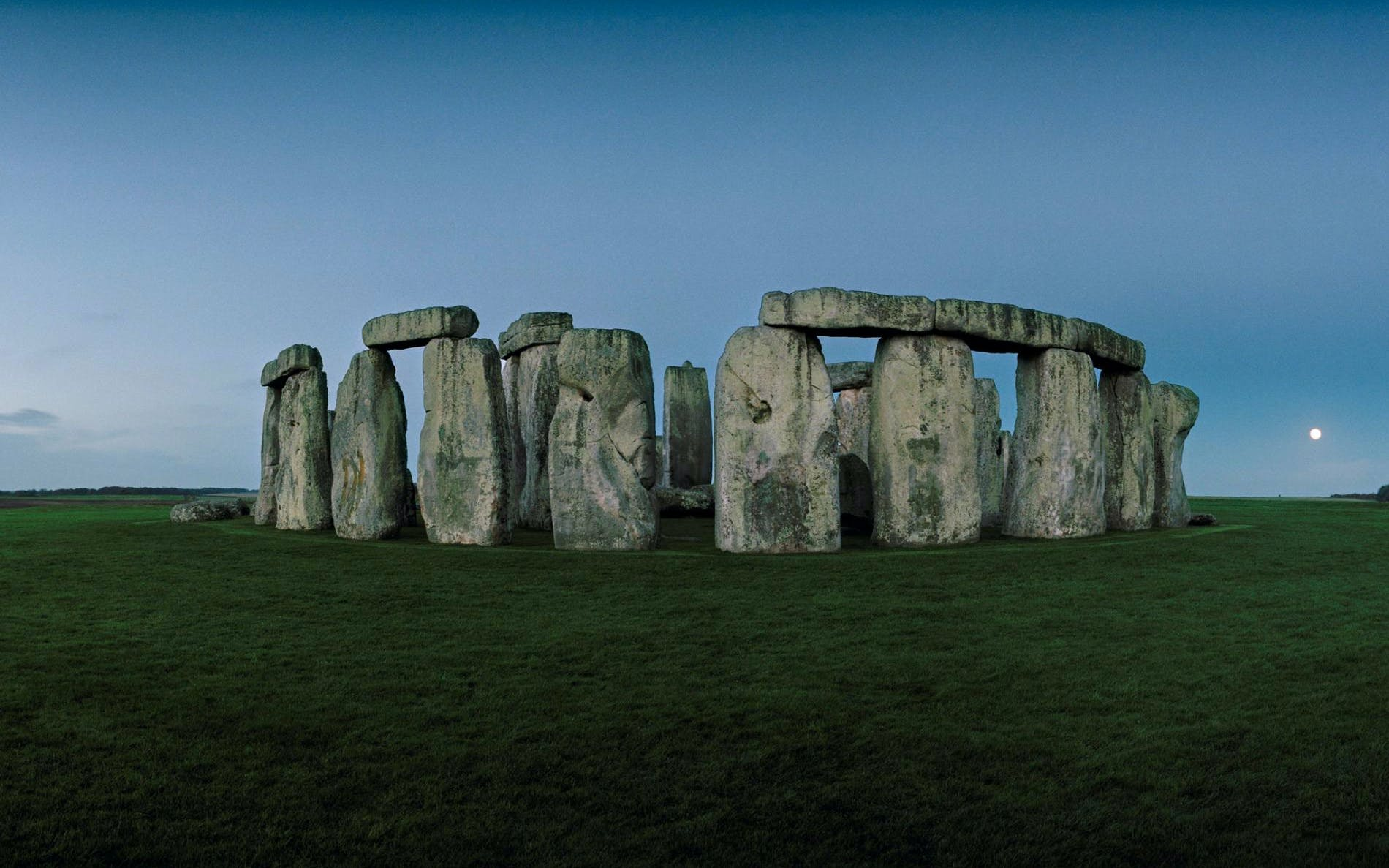 stonehenge, stratford, bath & cotswolds day tour from london-3