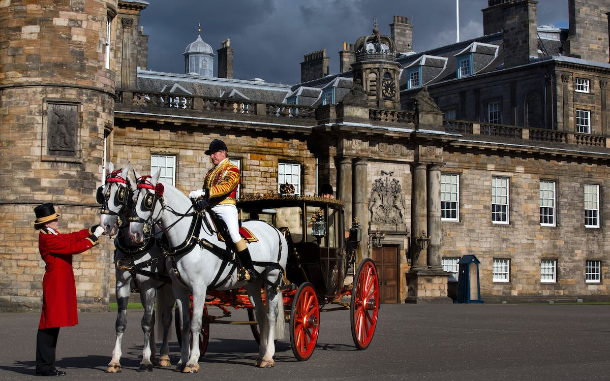 palace of holyroodhouse tickets with audio guide -3