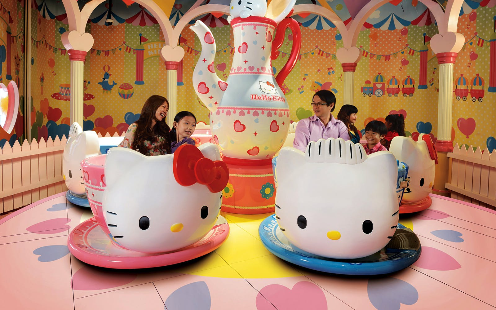 hello kitty town & thomas town-1