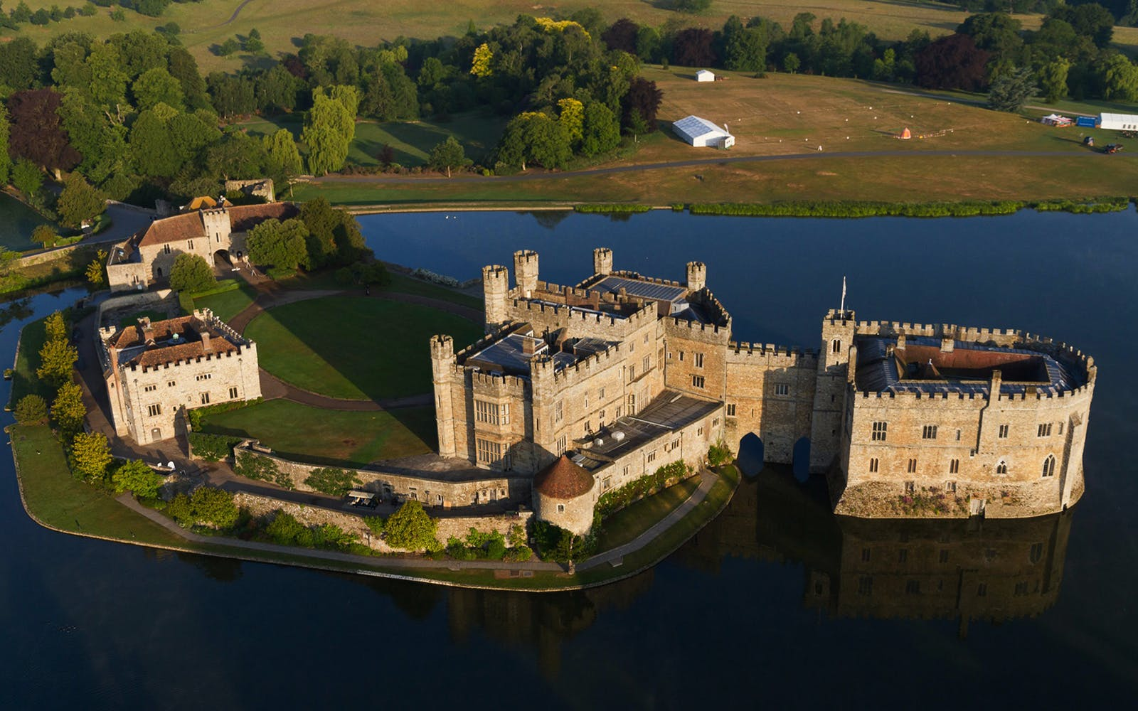 Leeds Castle, Canterbury and Dover Custom Day Trip