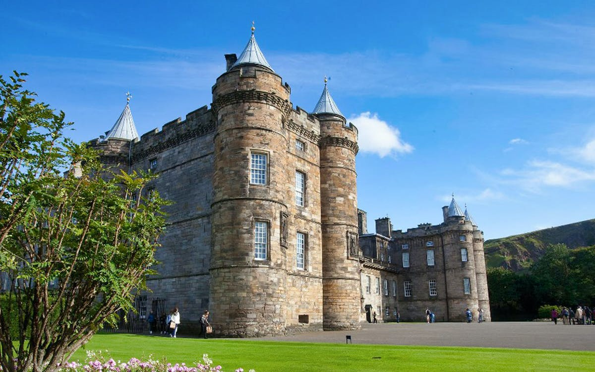 treasures of the old town with palace of holyroodhouse-1