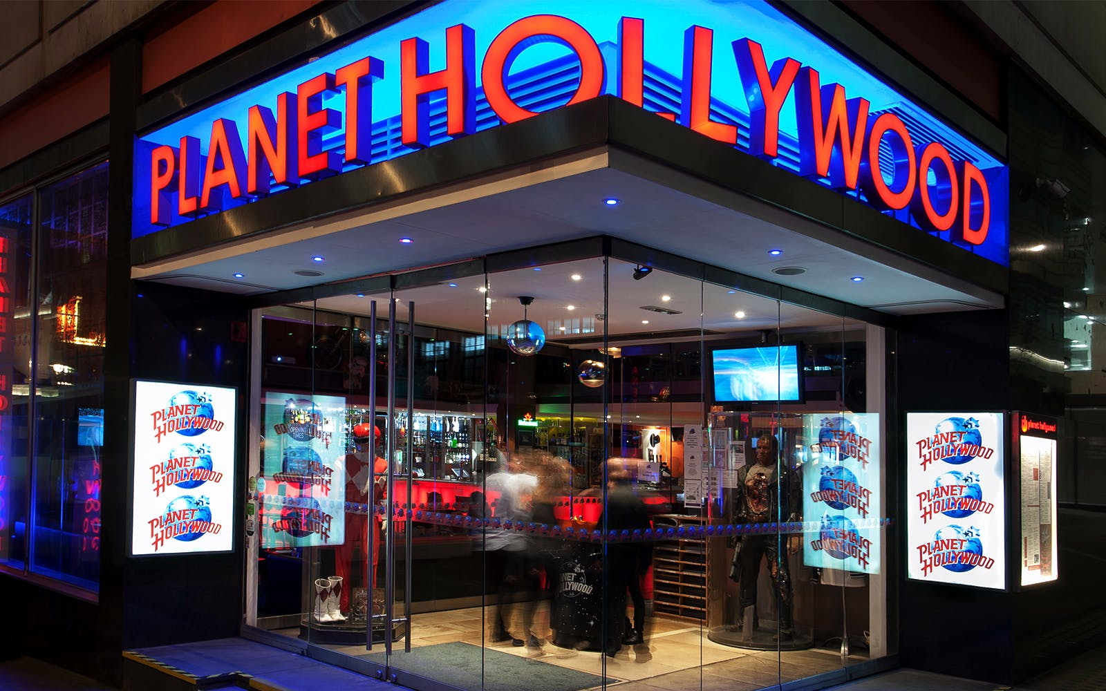 planet hollywood-1