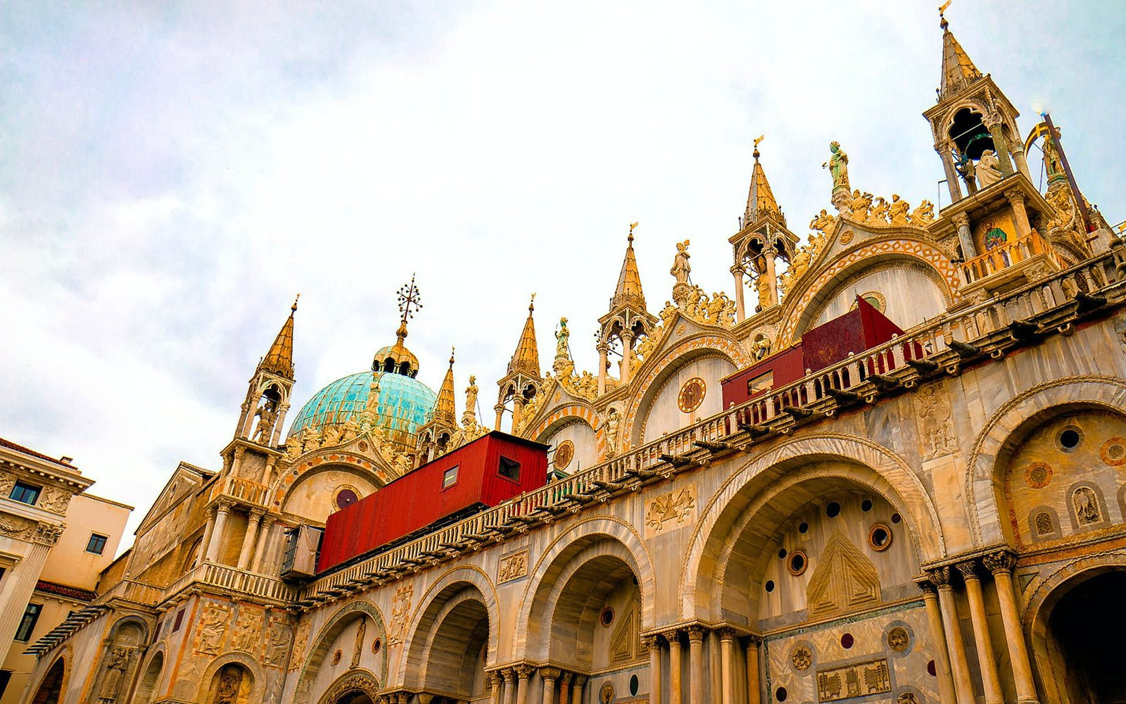 Venice in a day - St Marks + Doge Palace + Gondola Ride