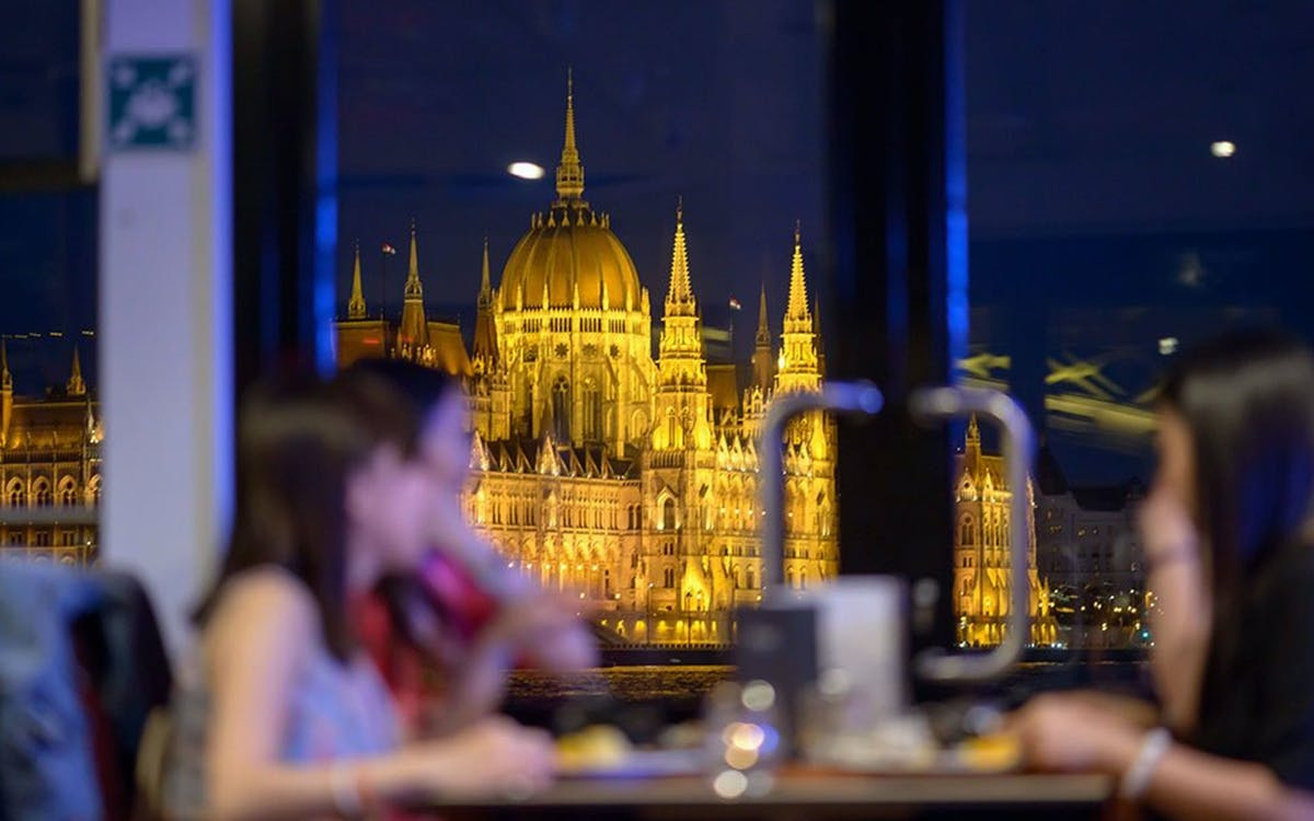 dinner cruise on the danube with live piano battle show-3