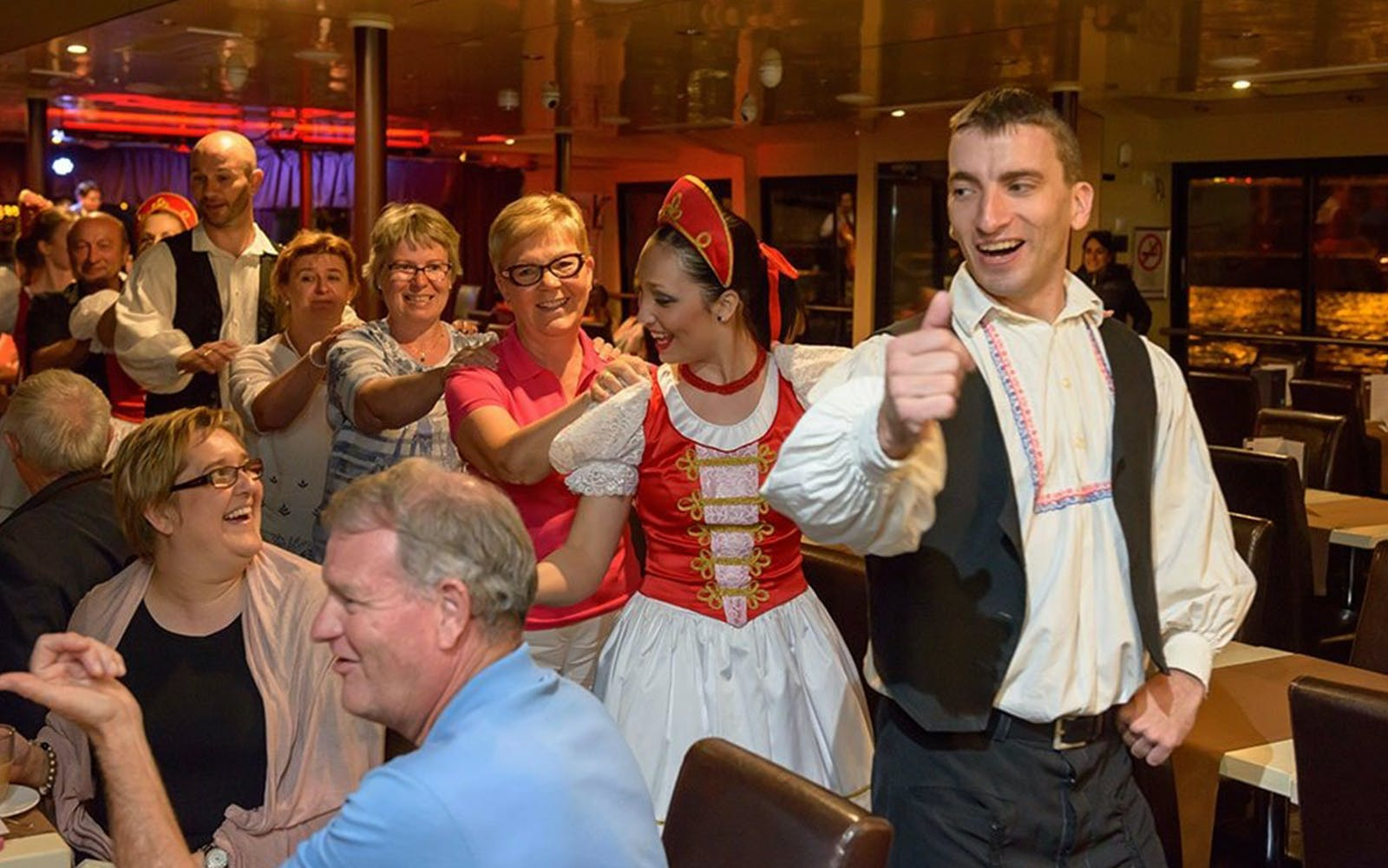 dinner cruise on the danube with operetta & folklore show-2