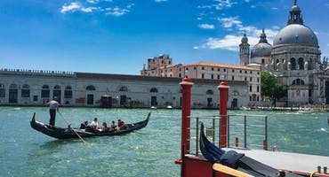 Gondola Serenade Tour with Romantic Dinner
