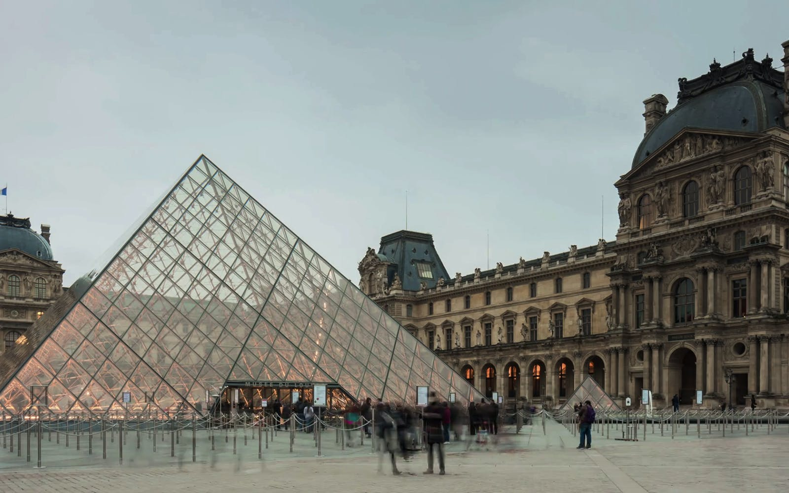 paris city tour with dedicated access to the louvre museum -2