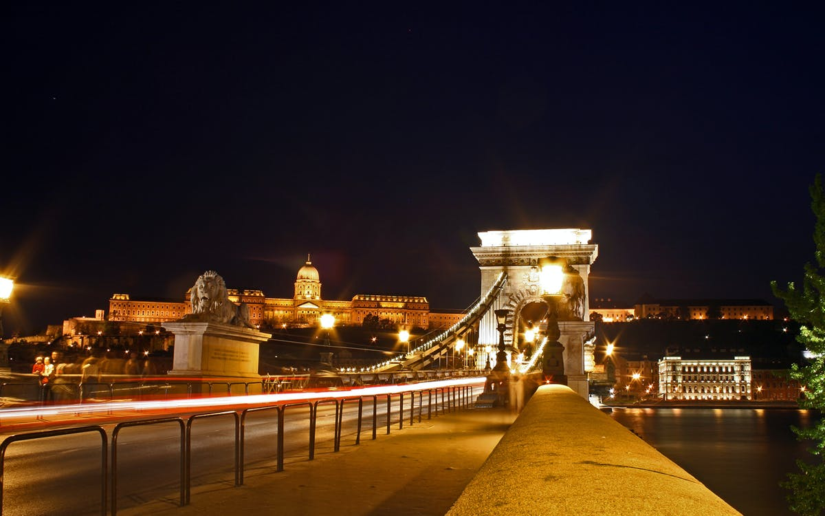 budapest hop on hop off bus with boat and night tour-2